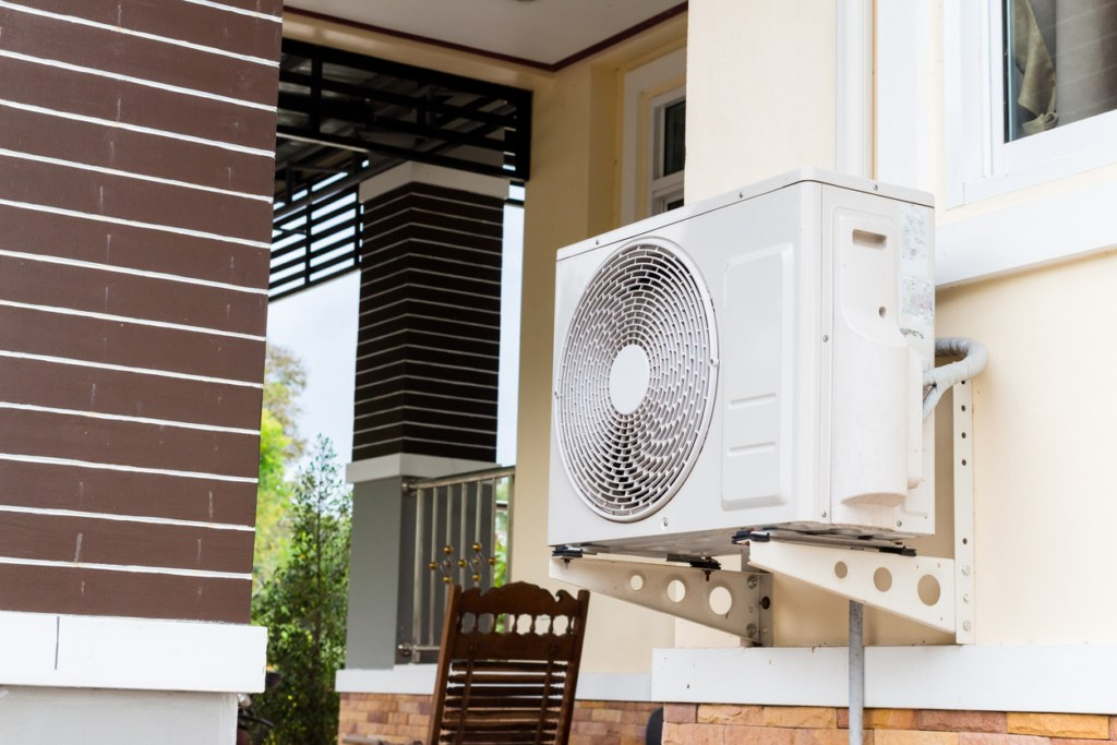 Heat pump for a house in Clackamas, Oregon, that was replaced by Central Air
